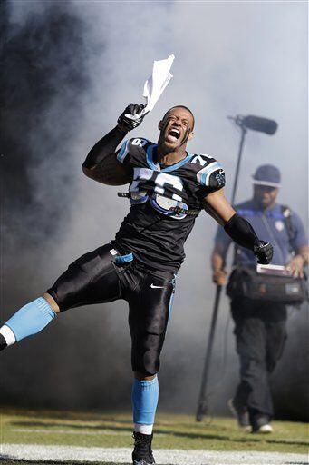 Greg Hardy, ala defensiva de los Carolina Panthers (AP-NFL)