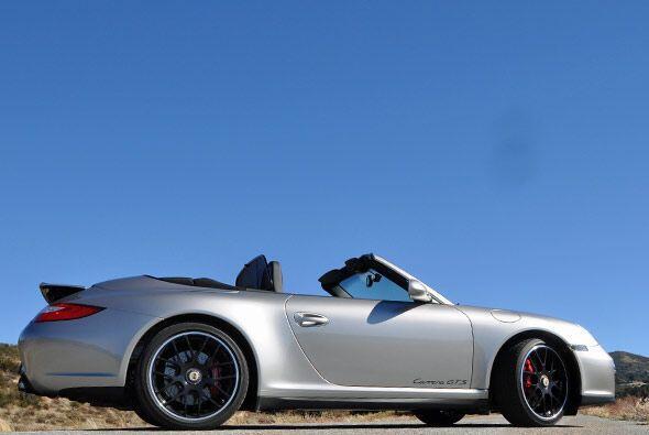 El nuevo Porsche Carrera GTS estará disponible tanto en versión coupe co...