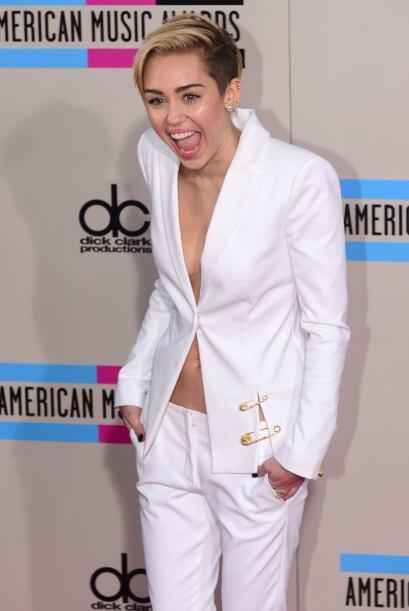 ¿Habrá aprendido estas malas mañas de Miley Cyrus?