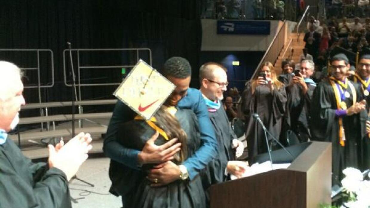 Dwyane Wade asiste a graduación en Davie.