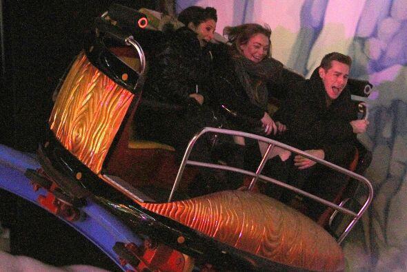 La actriz se fue a divertir como una niña en Winter Wonderland en Londres.