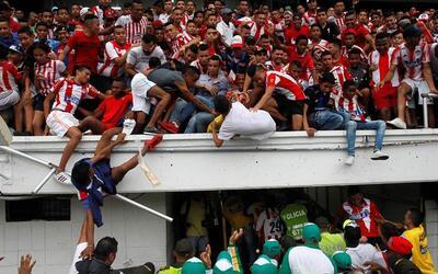 Accidentada presentación de Teo Gutiérrez con el Junior