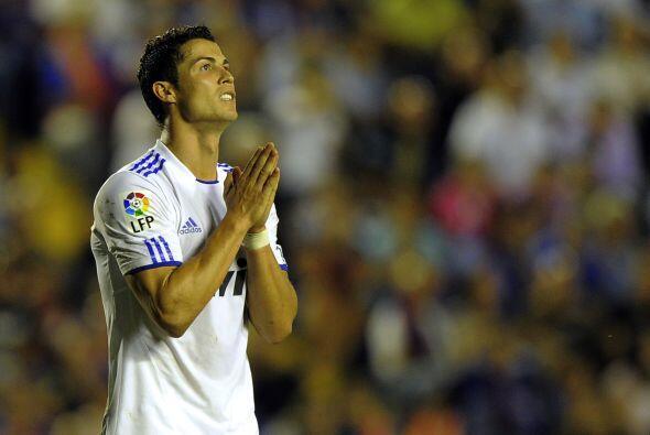 El Real Madrid envío también camisetas e invitó a los mineros a presenci...