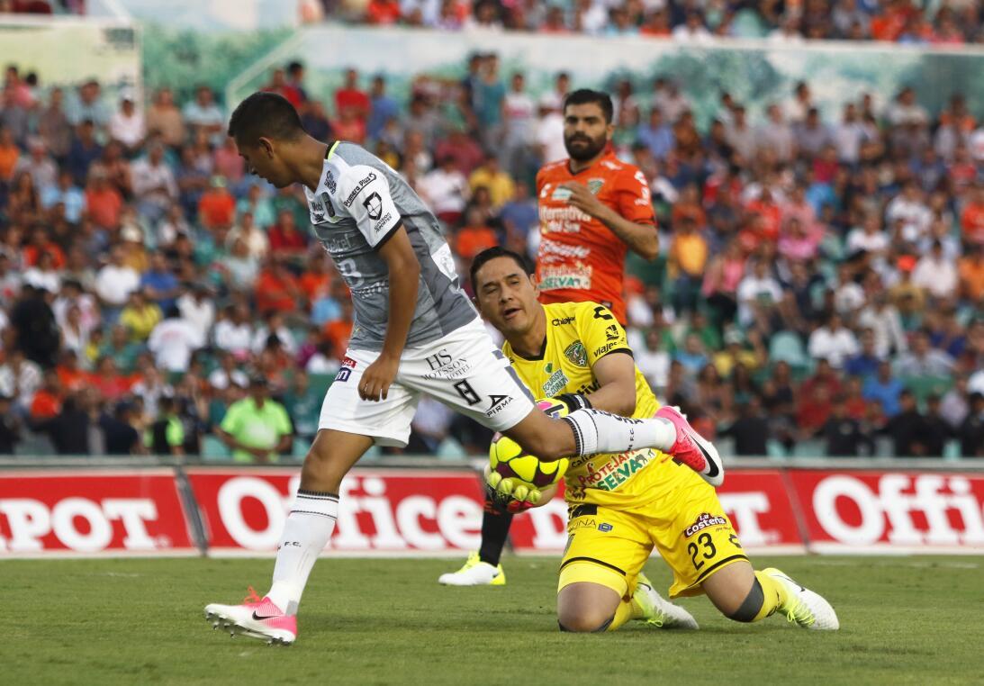 Aburrido empate entre Jaguares y León Elias Hernandez de Leon y Moises M...