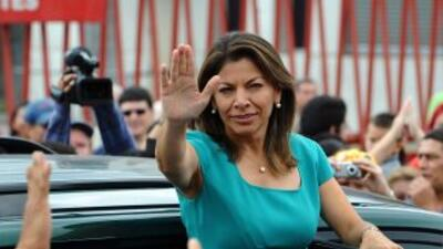 La presidenta de Ecuador, Laura Chinchilla, busca regular la minería con...