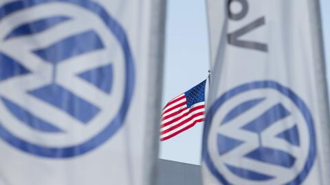 Una tienda de Volkswagen en San Diego, California. La empresa vendió uno...