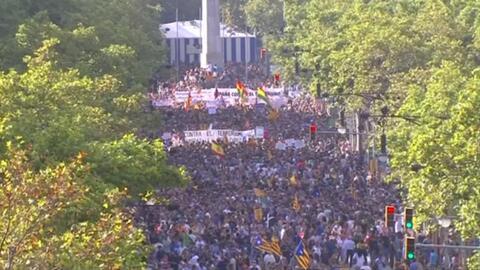 Video: Medio millón de personas marchan contra el terrorismo en Barcelona