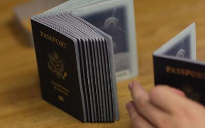 ¿No sabe cómo solicitar o renovar su pasaporte estadounidense? Aquí se l...