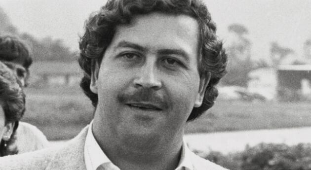 Buscarán 'caletas' en antigua mansión de Pablo Escobar en Miami Beach