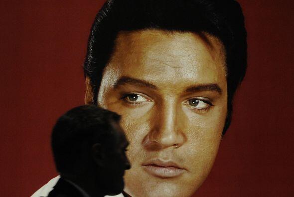 2. Elvis Presley, falleció en 1977 a los 42 años. Ha recaudado en los úl...