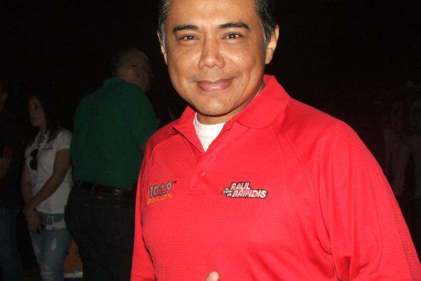 Raúl Brindis y los personajes del show salieron al escenario.