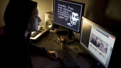Anonymous es un movimiento internacional de ciberactivistas, formado por...