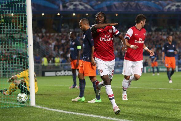 Después, el marfileño Gervinho convirtió el gol del 2-1 en favor de los...