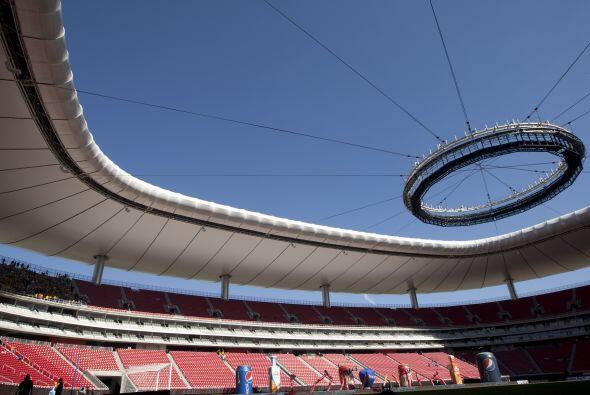 Febrero de 2011, sobre el estadio Omnilife, casa de Chivas: ''A mi Porsc...