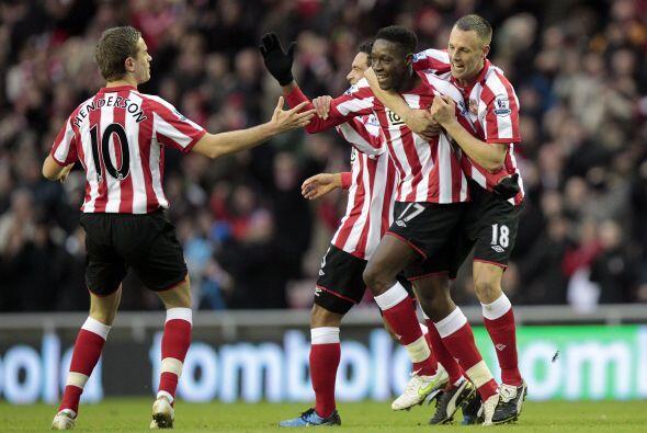 Sunderland goleó al Blackburn Rovers 3 a 0 y lo dejó lejos de la punta.