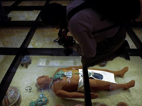 La muestra, que presenta por primera vez los ajuares funerarios completo...