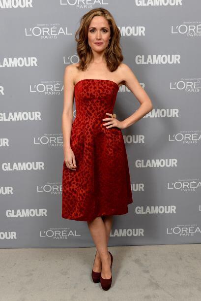 Rose Byrne, lució un vestido strapless rojo que se robó las miradas de l...