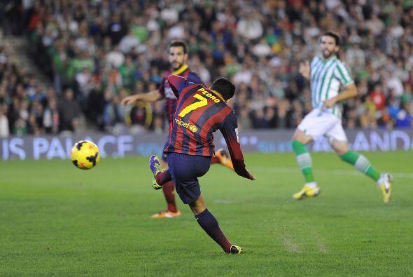 Minutos después, el español Pedro Rodríguez se escapó de todo el Betis y...