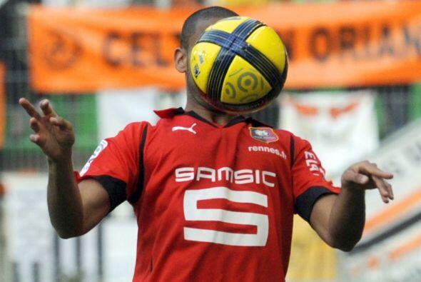 Juega en el Rennes de Francia y disputa todos los balones como si fuesen...