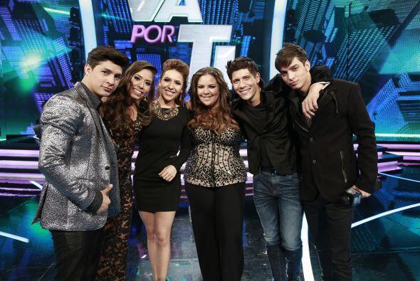 Con los demás finalistas, Danny, Virginia, Yazaira y Fernando.