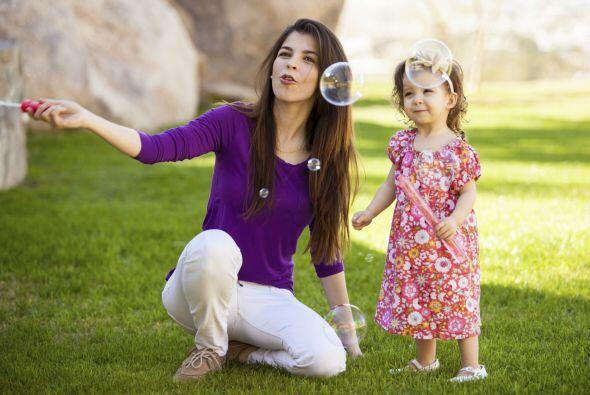 También puedes ayudarlos a encontrar una buena 'babysitter' en la zona,...