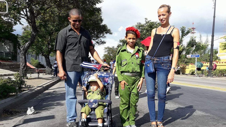 Fernando González y Mirta Gallú llevaron a sus dos niños, de 9 y 2 años,...