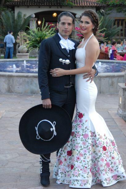 Ana y Luis no dejaban de sonreír y de agradecer tantos buenos y bendicio...