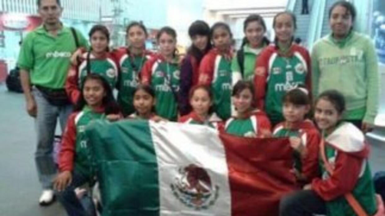 """El equipo de baloncesto femenil """"Las Bayonetas"""", gracias al nombre de s..."""