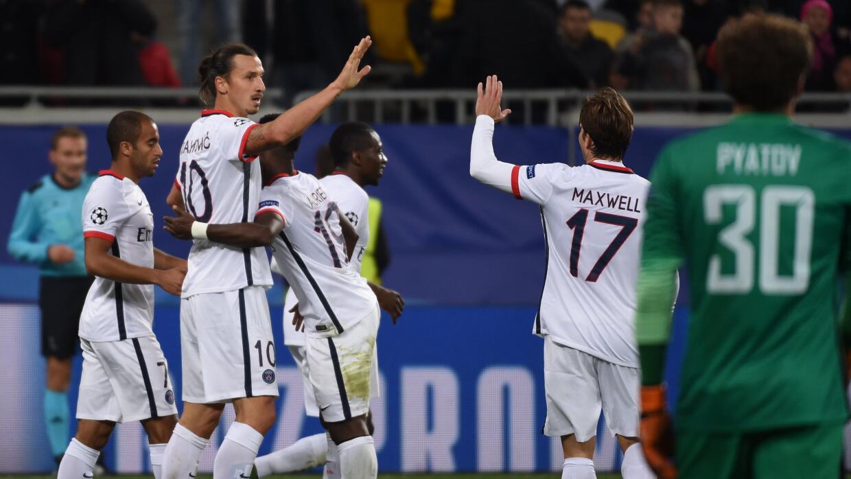 Zlatan Ibrahimovic festejando uno de los goles del PSG.