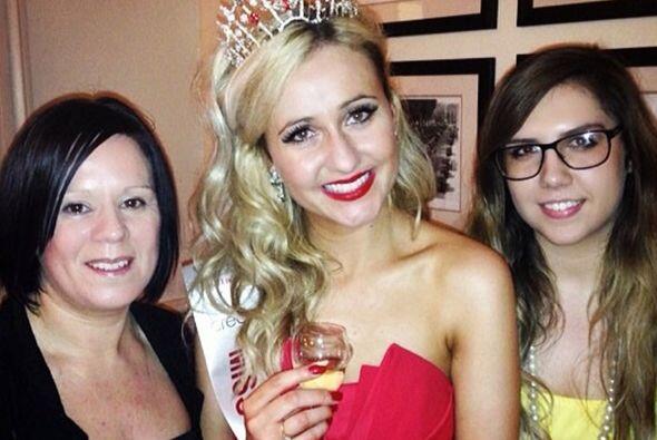 Sophie Lydia Smith acaba de ser coronada 'Miss Cheltenham', pero no es u...