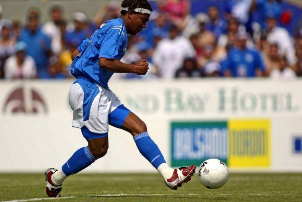 El hondureño Carlos Pavón probaría suerte con el Cruz Azul en el 2005 pe...