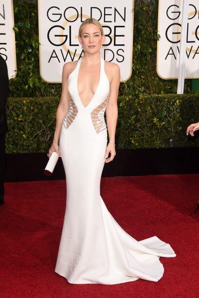 La actriz apareció enfundada en un revelador vestido blanco que dejó al...