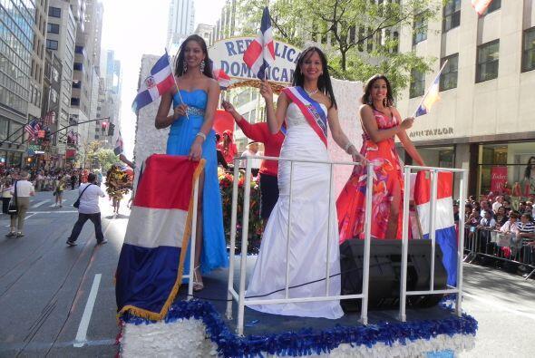 Las reinas del desfile de la hispanidad en Nu 5994e1edc3014c71a3efb79ae6...