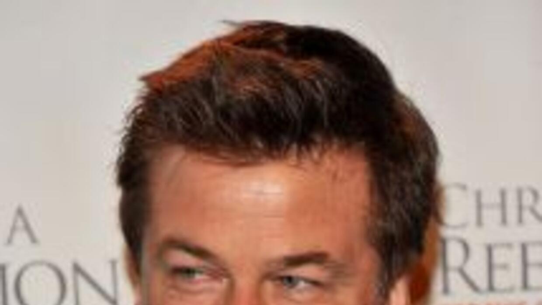 El actor Alec Baldwin fue bajado de una aeronave de American Airlines.