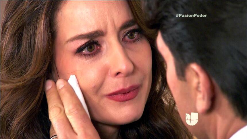 ¡Julia y Arturo ya no pueden ocultar su amor! FF91EF300A954E2DB04DBDE5B2...
