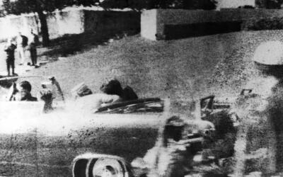 El momento en que John F. Kennedy es asesinado en Dallas, Texas.
