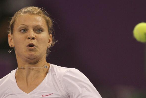 Lucie Safarova se asustó al ver la pelota tan cerca de su cara.