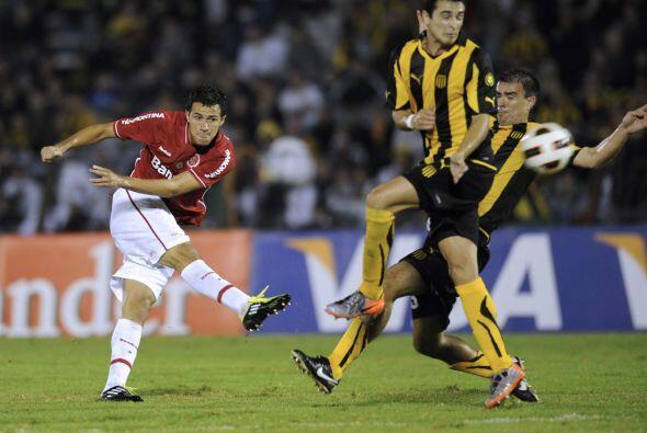 En tanto en Montevideo, otro equipo brasileño, el Inter, actual c...
