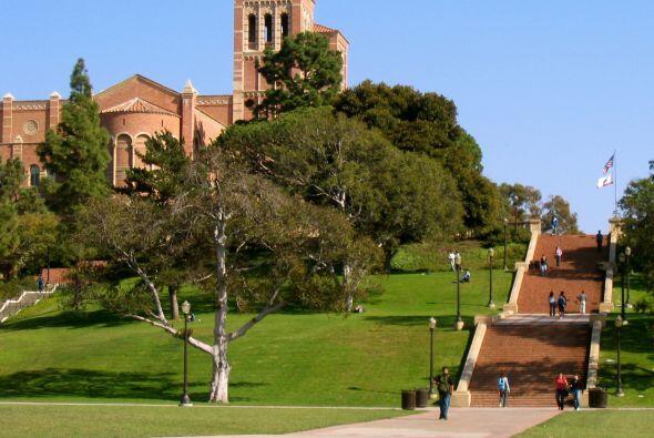 10) UCLA - Fundada en 1919, es el tercer campus mas antiguo del sistema...