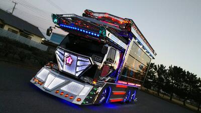 Conoce la moda japonesa de decorar camiones llamada 'Dekotora'