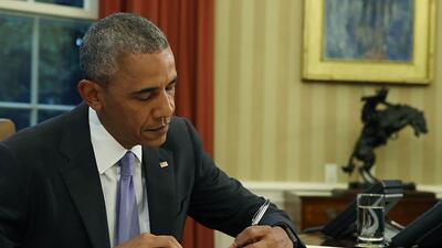 El presidente Obama firma la ley de rescate Para Puerto Rico el 30 de ju...