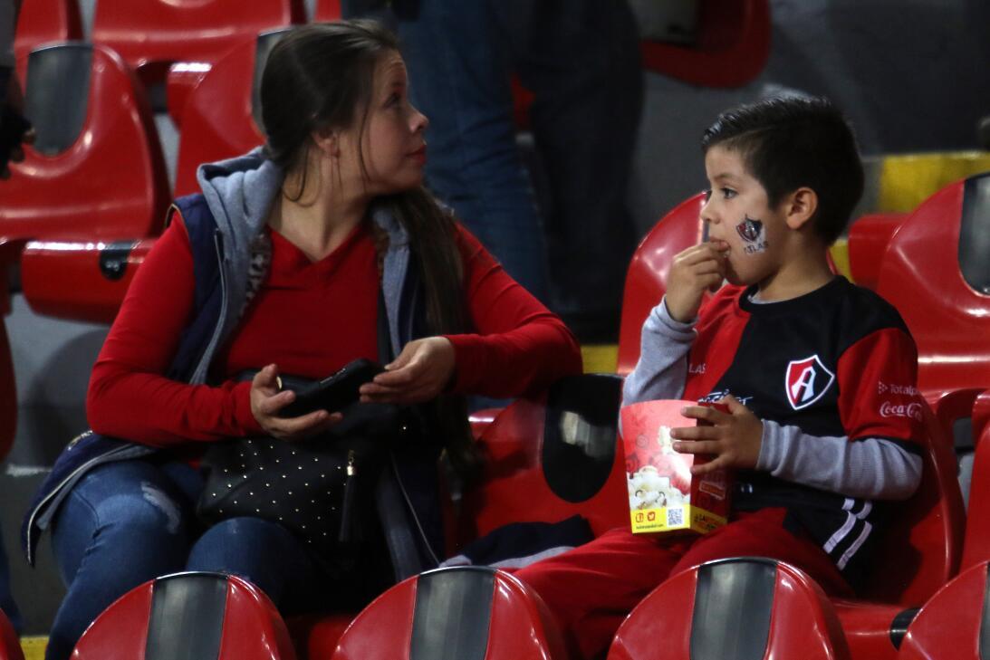 Porristas y fanáticos de Cruz Azul y Atlas en Copa MX 20180207-2204.jpg
