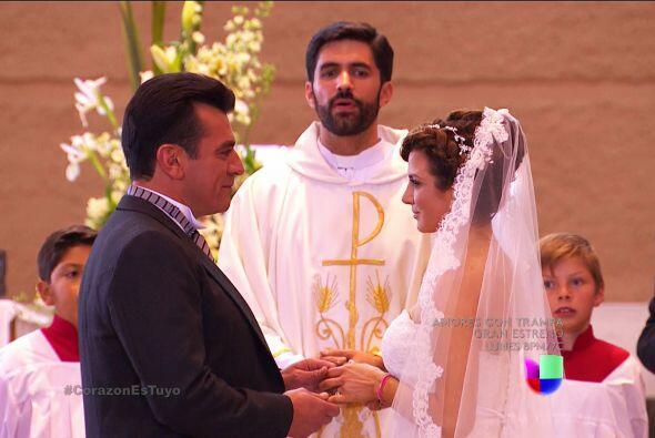 Ana y Fernando se están jurando amor eterno.