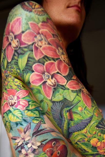 Al final quedó encantada con sus tatuajes, pues ella está completamente...