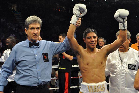 Al final Jessie Vargas levantó los brazos con una amplia decisión a su f...
