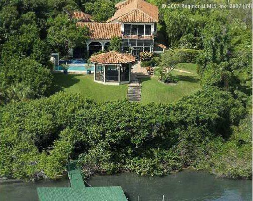 La propiedad que se encuentra ubicada en Hobe Sound, Florida, cuenta con...