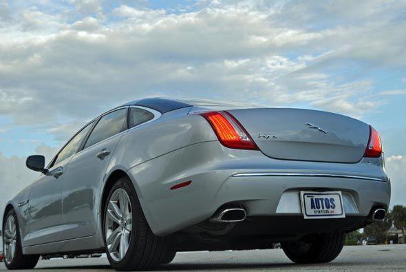 El XJ sufrió un rediseño radical para el modelo 2011.