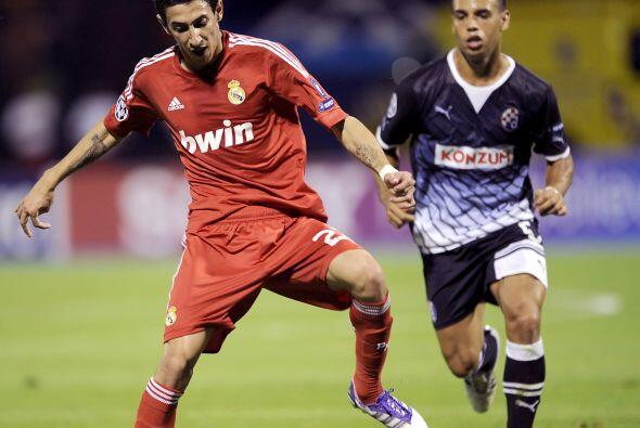 El argentino Angel Di María estuvo cerca de anotar en la primera etapa,...