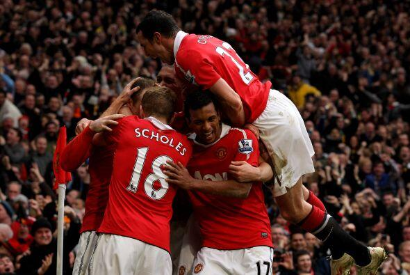 Manchester United superó al Manchester City 2 a 1 y quedó como único líd...