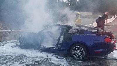 """""""Gracias por salvar mi vida"""", dice mujer al héroe que la sacó del auto en llamas"""